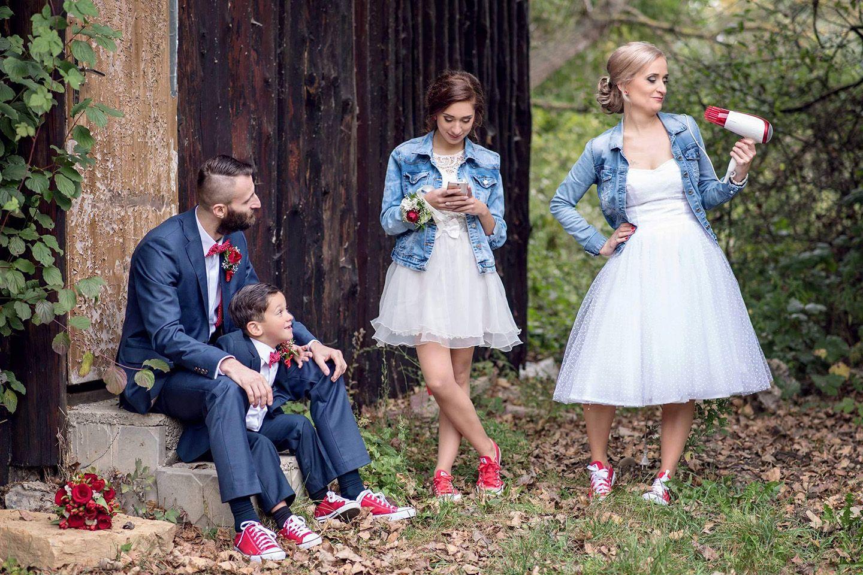 a0d772b8ffc5 Krátke svadobné šaty bodkovaný tyl - Peter a Lucia