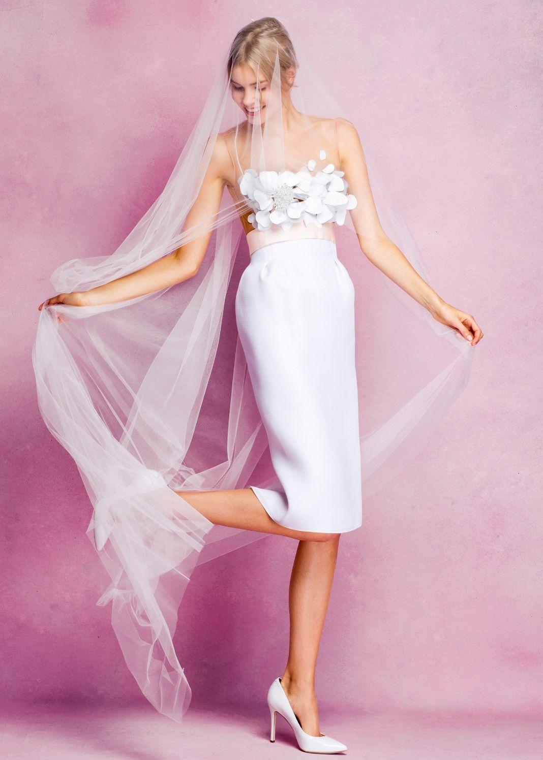 Zdroj fotky: http://www.vogue.com/fashion-shows/bridal-fall-2016/angel-sanchez/slideshow/collection#4