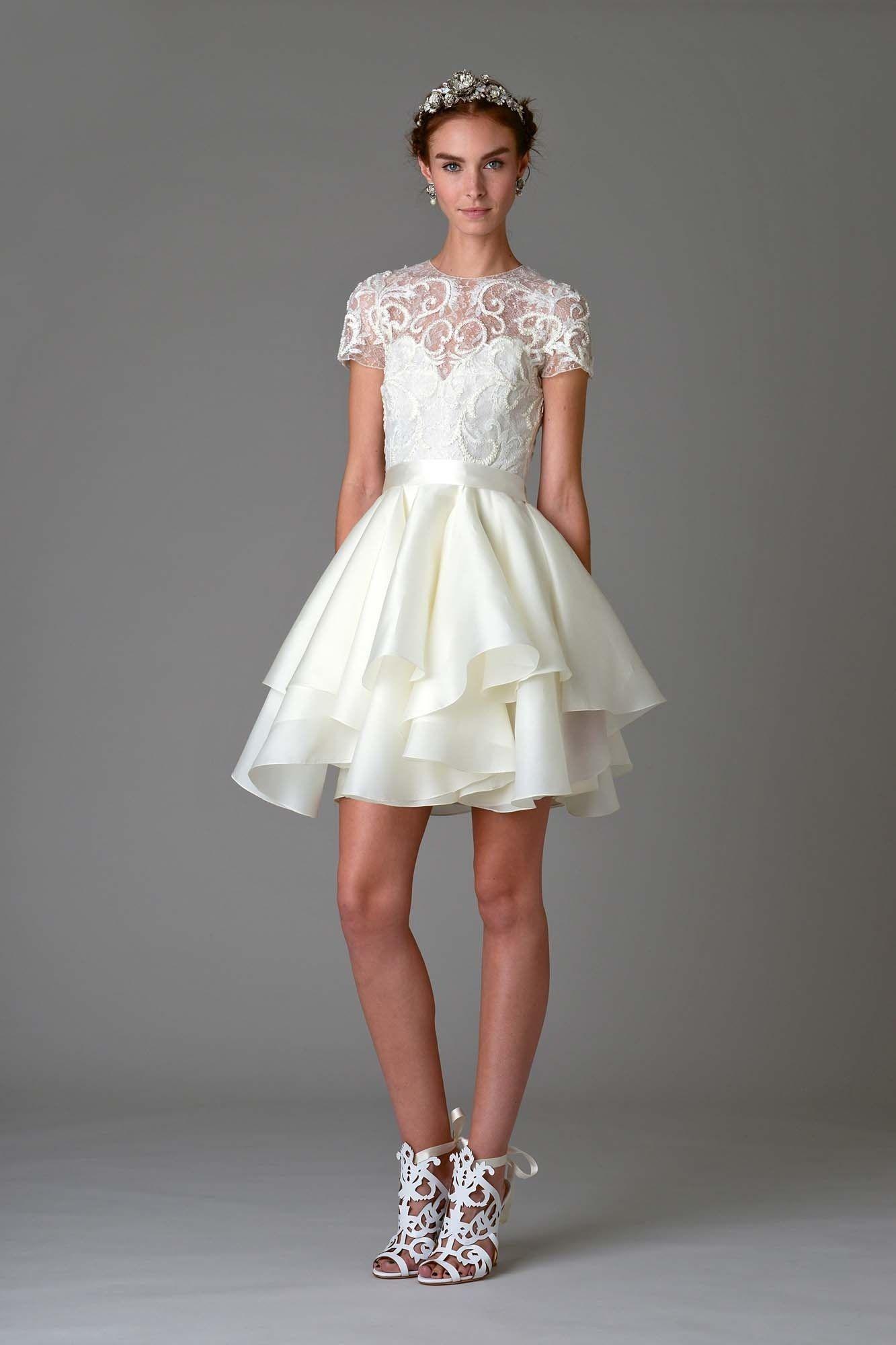 Zdroj fotky: http://www.vogue.com/fashion-shows/bridal-fall-2016/marchesa/slideshow/collection