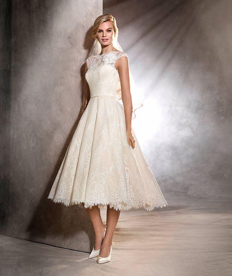 Zdroj fotky: http://www.pronovias.com/wedding-dresses/wedding-dress-olga-lace-vintage-style