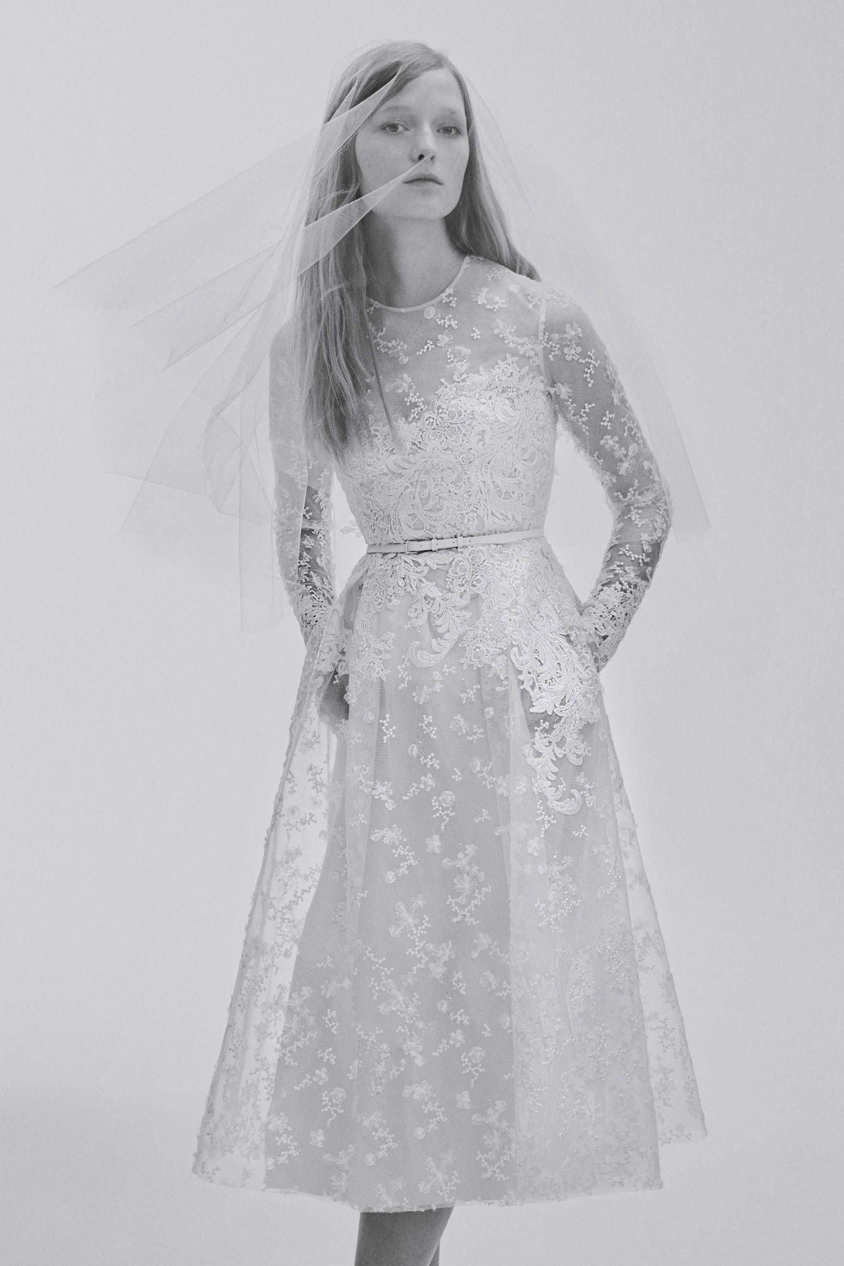 Zdroj fotky: http://www.vogue.com/fashion-shows/bridal-spring-2017/elie-saab/slideshow/collection#2