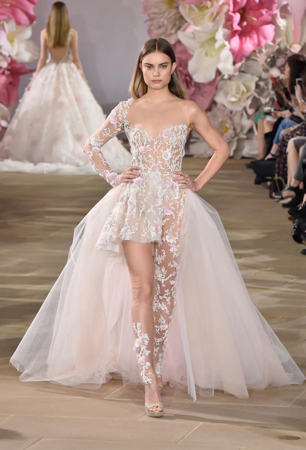 Zdroj fotky: http://inesdisanto.com/gown/vibrant/#.WJr5lXpc8mo