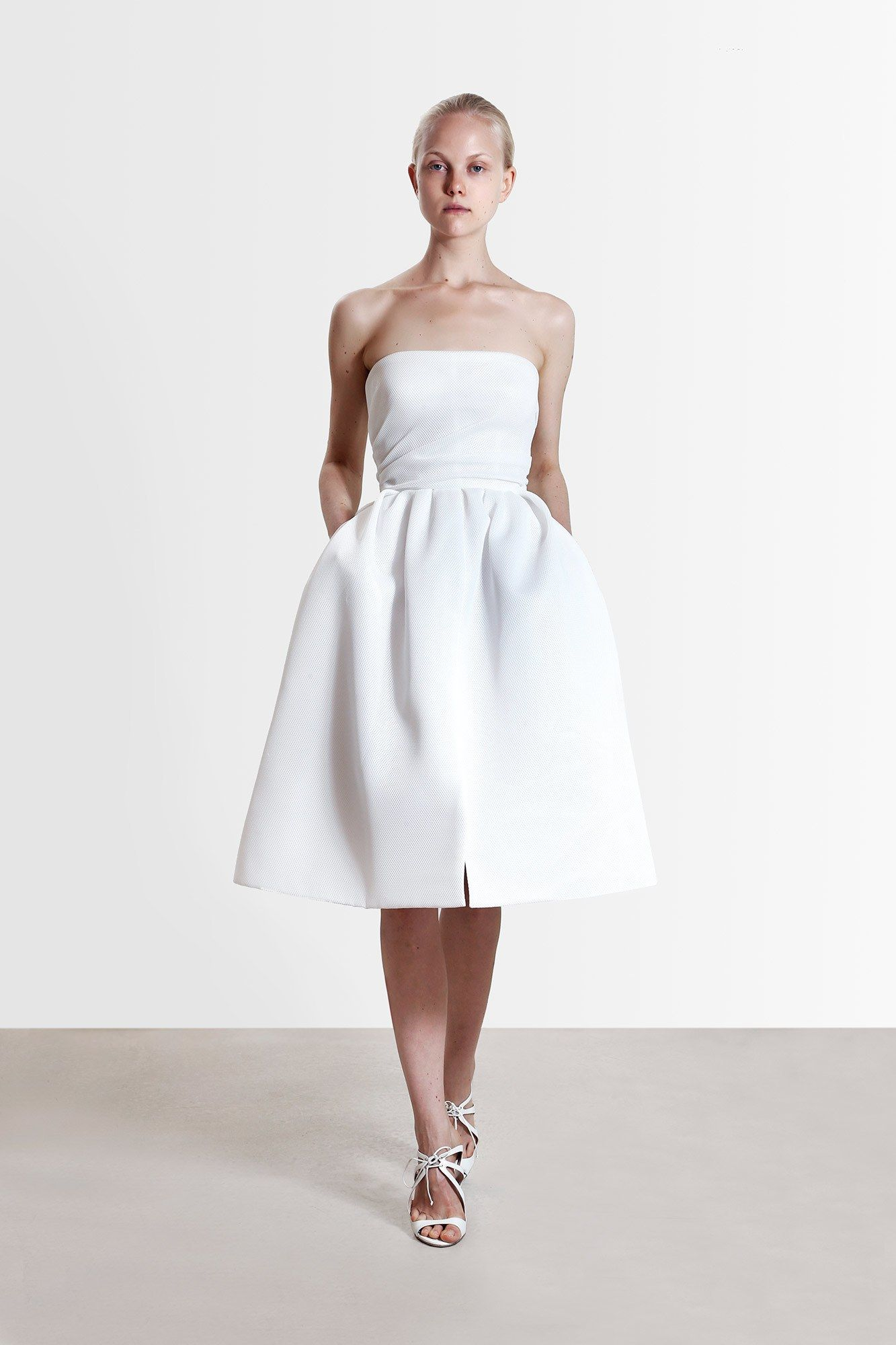 Zdroj fotky:http://www.vogue.com/fashion-shows/resort-2017/reem-acra/slideshow/collection#2