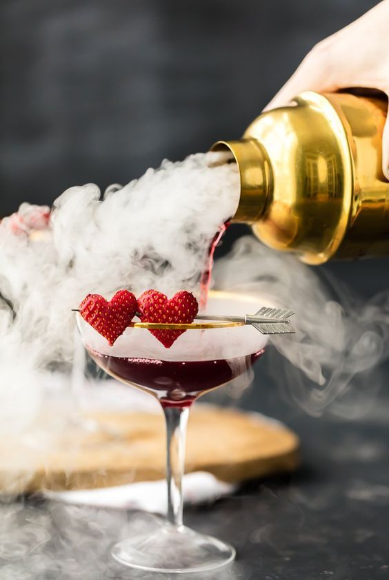 Zdroj fotky: http://www.thecookierookie.com/love-potion-9-martini/#_a5y_p=4935665