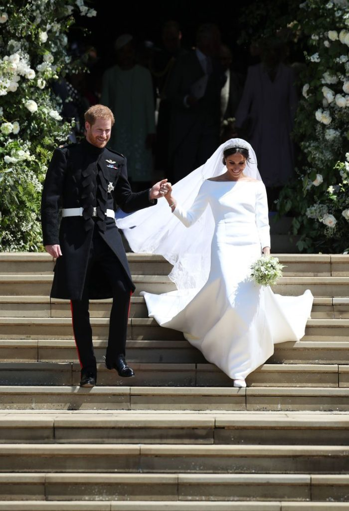 Zdroj obrázku: https://www.cosmopolitan.com/uk/fashion/celebrity/a20059158/meghan-markle-wedding-dress/