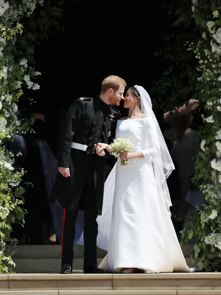 Zdroj obrázku: https://www.harpersbazaar.com/uk/bazaar-brides/a13931263/meghan-markle-wedding-dress/