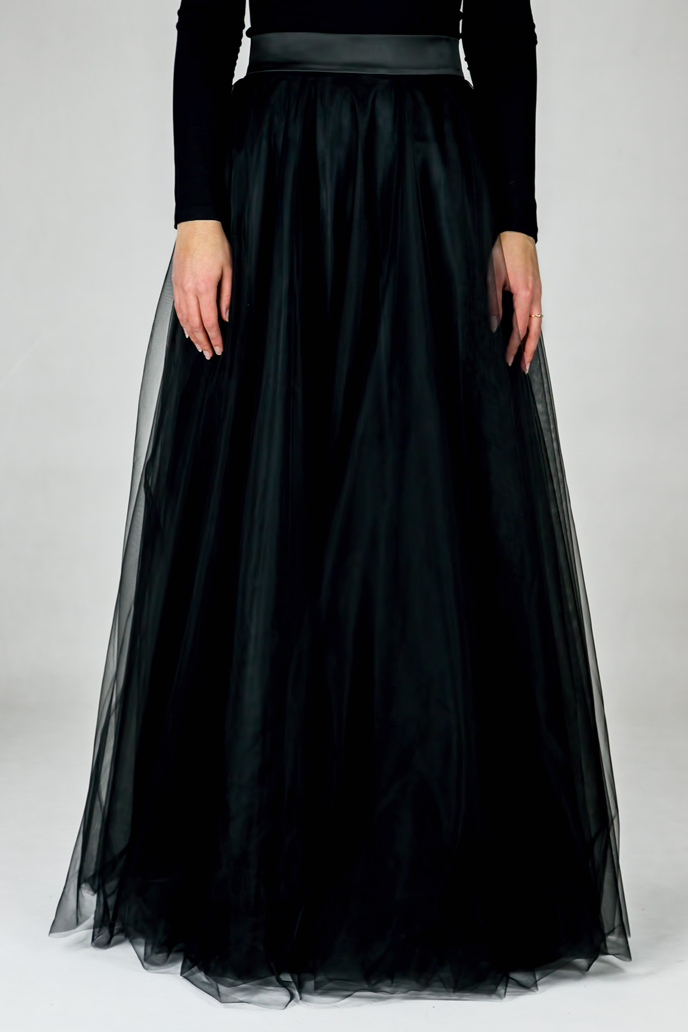 21b8853c329b Dlhá kruhová tylová sukňa - Čierna - Peter a Lucia